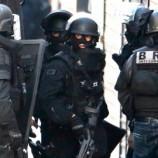 В пригороде Парижа мужчина закрылся вздании почты