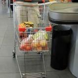 Средние траты в магазинах упали на 15%