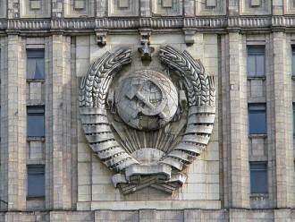 Французский банк закрывает счета российских дипломатов: МИД начал проверку